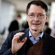 Karl Lauterbach sieht Öffnungen für Geimpfte und Genesene kritisch.