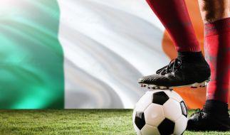 Trauer um ein Fußball-Idol: Der frühere irische Nationalspieler Alan McLoughlin ist tot (Symbolbild). (Foto)