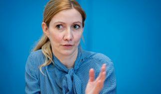 """Sandra Ciesek, Direktorin des Instituts für Medizinische Virologie am Universitätsklinikum Frankfurt, machte im Podcast """"Das Coronavirus-Update"""" auf die Wichtigkeit von Zweitimpfungen aufmerksam. (Foto)"""