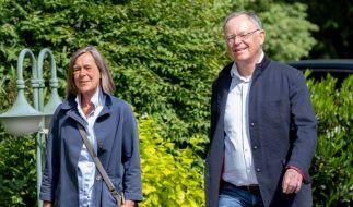 Niedersachsens Ministerpräsident Stephan Weil ist mit seiner Frau Rosemarie Kerkow-Weil. (Foto)