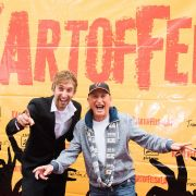 Freshtorge (l) und Otto Waalkes posieren während der Premiere von Freshtorges Kinofilm
