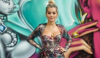Rita Ora ließ ihr Intim-Tattoo blitzen. (Foto)
