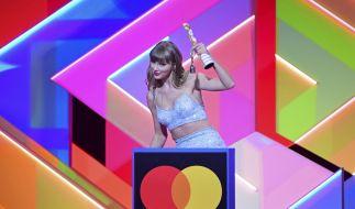 Die Sängerin Taylor Swift nimmt den Global Icon Award während der Brit Awards 2021 in der O2 Arena entgegen. (Foto)
