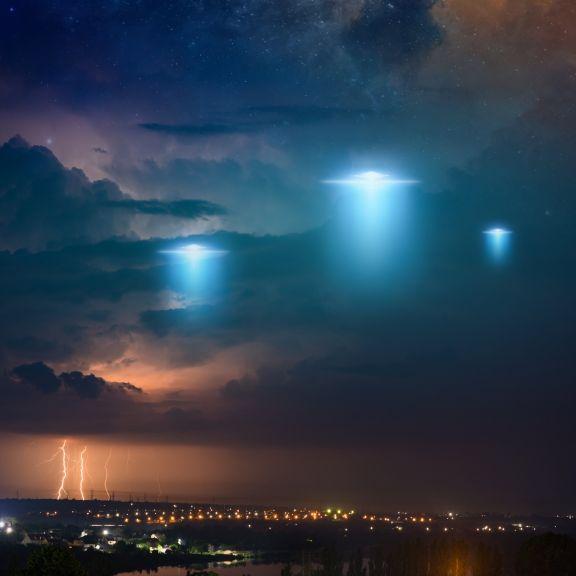 Wieder Alien-Alarm über US-Schiff! Stürzt HIER ein UFO ins Wasser? (Foto)