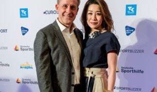 Der ehemalige Fußball-Nationalspieler Pierre Littbarski und seine Frau Hitomi. (Foto)