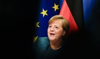 Angela Merkel soll Kinder quälen - mal wieder. (Foto)