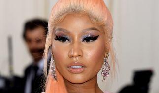 Der Bikini von Nicki Minaj platt fast aus allen Nähten. (Foto)