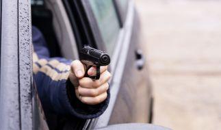 Weil ihm eine Frau im Straßenverkehr den Stinkefinger zeigte, verlor ein Mann in den USA die Nerven und feuerte auf ihr fahrendes Auto. Er traf ihren Sohn (6). (Foto)