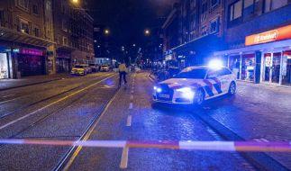 Ein Mann stach in Amsterdam wild auf fünf Menschen ein. Einer starb noch am Tatort. (Foto)
