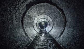 In Russland fanden Mitarbeiter der Stadtwerke die zerstückelte Leiche einer Frau im Abwasserkanal. (Foto)