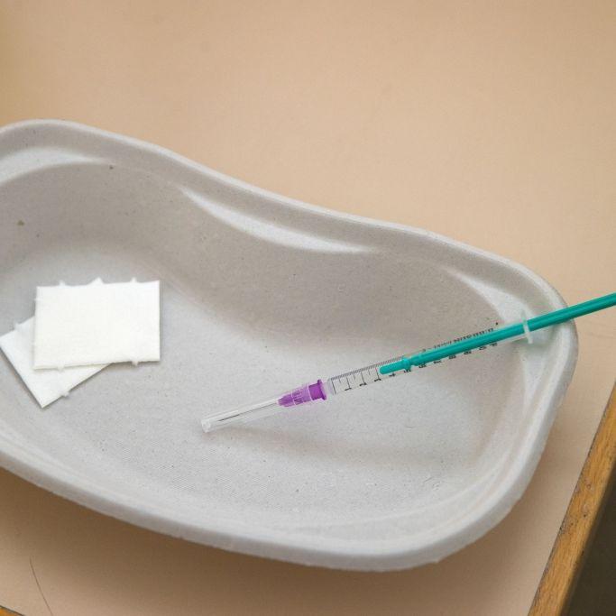 Schlaganfall-Drama! Patient nach Astrazeneca-Impfung gestorben (Foto)