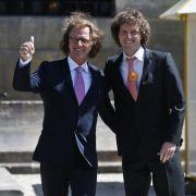 André Rieu mit seinem Sohn Pierre im Vorfeld der Aufführung des Krönungswalzers für das neue niederländische Königspaar Willem und Máxima im Jahr 2013.