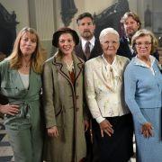 Autorin Anne Gesthuysen mit den Schauspieler:innen des ARD-Films