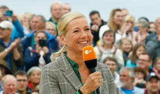 """Andrea Kiewel moderiert den """"ZDF-Fernsehgarten"""" seit 1986. (Foto)"""