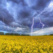 Sturzfluten, Hagel und Co.! HIER knallen schwere Gewitter die Sonne weg (Foto)