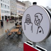 Wer HIER Mundschutz trägt, muss extra zahlen! (Foto)