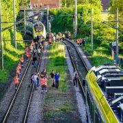 Teenagerin (14) überquert Gleise, wird von Zug erfasst - tot! (Foto)