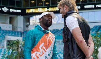 Box-Profi Floyd Mayweather (l.) und YouTuber Logan Paul tragen ihren Beef beim Showkampf in Miami aus. (Foto)