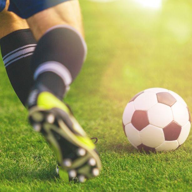 Herzinfarkt mit 29! Fußballer bricht auf Platz zusammen und stirbt (Foto)