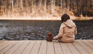 Ein 14-Jähriger hat ein Mädchen an einem See vergewaltigt. (Foto)