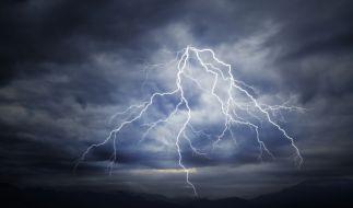 Der Deutsche Wetterdienst warnt vor schweren Gewittern. (Foto)
