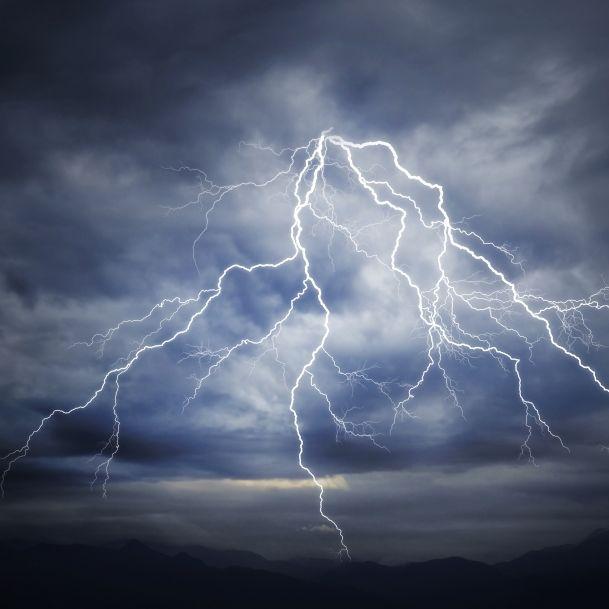 Sturzfluten, Schlammlawinen und Co.! Meteorologen warnen vor Horror-Gewittern (Foto)