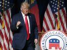 Donald Trump sorgte bei seinem neuesten Auftritt für Verwunderung: Trug der Ex-Präsident etwa Windeln? (Foto)