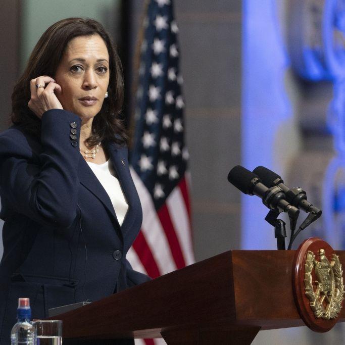 Zum Anbeißen! US-Vizepräsidentin lässt sich im Flugzeug vernaschen (Foto)