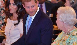 Prinz Harry und seine Großmutter Queen Elizabeth II. verband stets ein inniges Verhältnis - kann der Herzog von Sussex die Streitigkeiten der jüngsten Vergangenheit beilegen? (Foto)