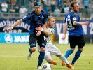 Hanno Balitsch vom SV Waldhof Mannheim kämpft mit Nico Grantowski von den Sportfreunden Lotte um den Ball. (Foto)