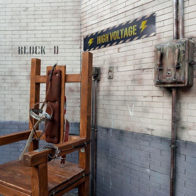 Todeskandidat auf elektrischem Stuhl am Ende blutüberströmt (Foto)