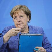Angela Merkel: Öffentliche Blamage // Porno-Star (27) tot // Trauer um Bestseller-Autorin (Foto)