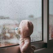 Mutter wirft Kinder aus dem Fenster (Foto)