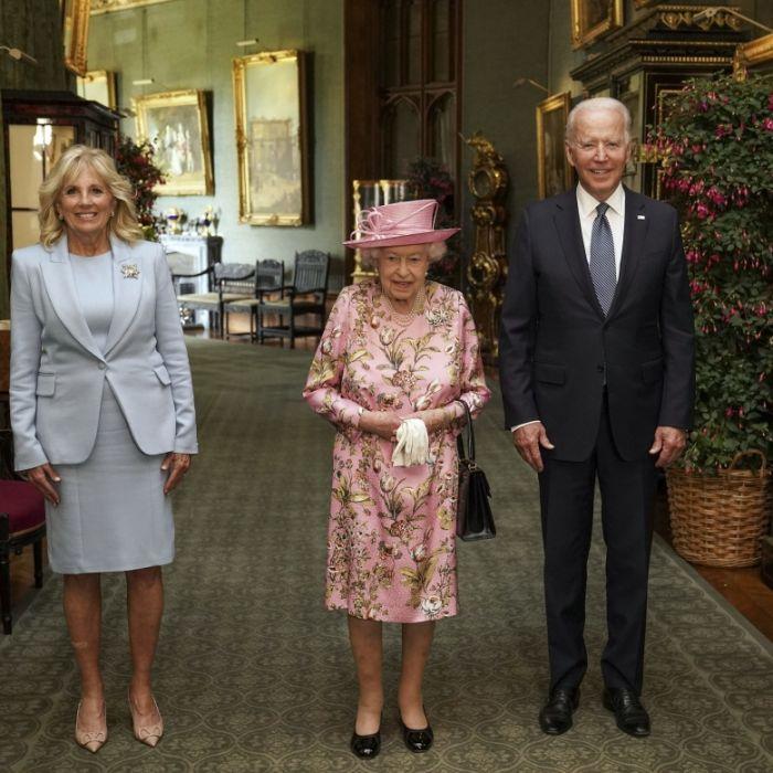 Klare Ansage der Queen! DIESE geheime Botschaft steckt in ihrem Schmuck (Foto)