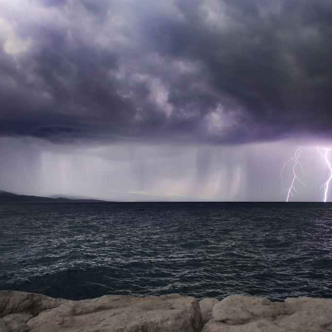 Mädchen (15) beim Schwimmen vom Blitz getroffen - TOT (Foto)