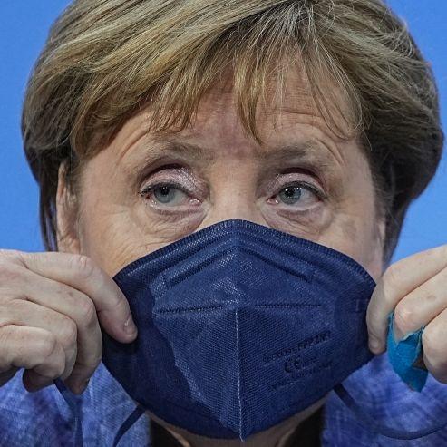 Nackte Tatsachen! HIER zieht die Kanzlerin unfreiwillig blank (Foto)