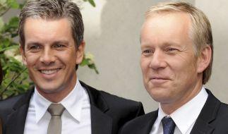 Markus Lanz und Johannes B. Kerner haben aktuell Jobs im öffentlich-rechtlichen Rundfunk - doch die Konkurrenz baggert fleißig an den Moderatoren. (Foto)