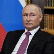 Putin Folter-Knechte quälen Gefangene mit Penisklemme (Foto)