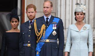 Prinz William und Prinz Harry wollen nach langwierigen Streitigkeiten endlich das Kriegsbeil begraben. (Foto)