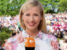 """Andrea Kiewel freut sich auf eine neue Ausgabe des """"ZDF-Fernsehgarten"""". (Foto)"""