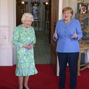 Gewitterwalze über BRD / Merkel nach Queen-Besuchverspottet / Ozean brennt nach Explosion (Foto)