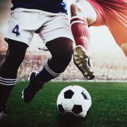 Fußball-Star (24) mit brennender Flüssigkeit attackiert (Foto)