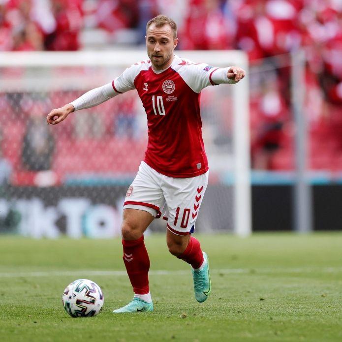 Dänemark-Star strahlt nach Kollaps mit Fan um die Wette (Foto)