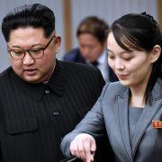 Kim Jong-un, Machthaber von Nordkorea, und dessen Schwester Kim Yo-jong nehmen am ersten Gipfeltreffen mit Südkoreas Präsident Moon 2018 teil.