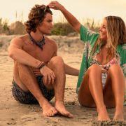 "Madelyn Cline an der Seite von Chase Stokes in der Netflix-Serie ""Outer Banks"". (Foto)"
