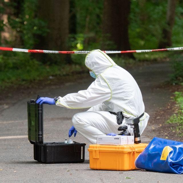 Leiche mit Stichwunden auf Parkbank entdeckt (Foto)