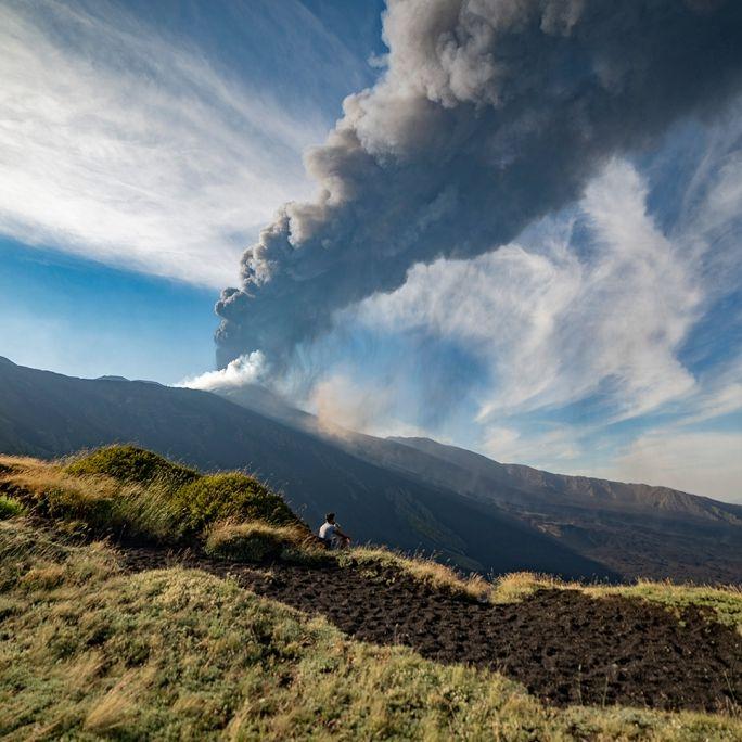 Nach Vulkan-Ausbruch auf Mittelmeerinsel! Flughafen stellt Betrieb ein (Foto)