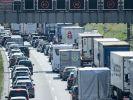 Ferienzeit ist Reisezeit - leider staut sich der Verkehr dann auch auf den Autobahnen in überdurchschnittlichem Maße. (Foto)