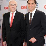 Fritz Pleitgen mit seinem Sohn, CNN-Korrespondent Frederik Pleitgen, beim CNN Journalist Award 2013.
