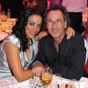 Hugo Egon Balder mit seiner Ex-Freundin Sabah Meller bei der Aftershowparty des Deutschen Fernsehpreises 2009.